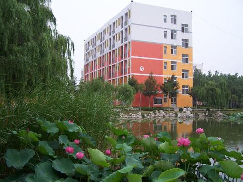 教育局领导来胶州一中视察国际 尊重学生在学习中的主体性  校园风光